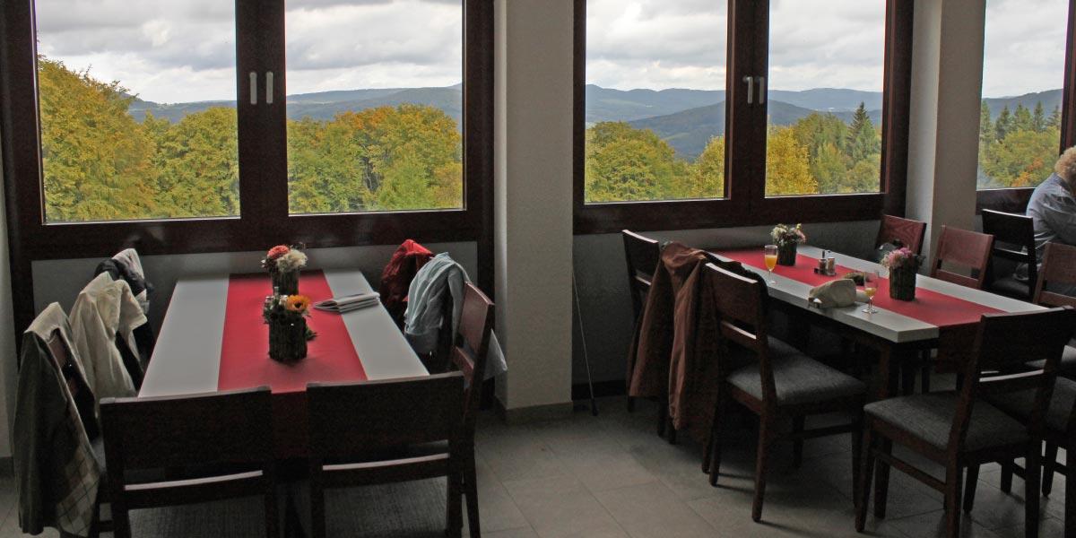wuerzburgerhaus.de-restaurant-innen-mit-aussicht